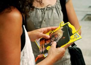 Distribution de flyers au Festival d'Avignon