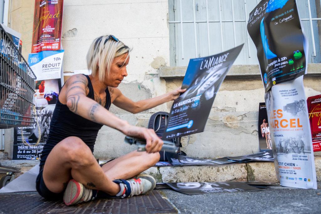 Affichage au festival d'Avignon 2018 pour le spectacle de Liz Cherhal.