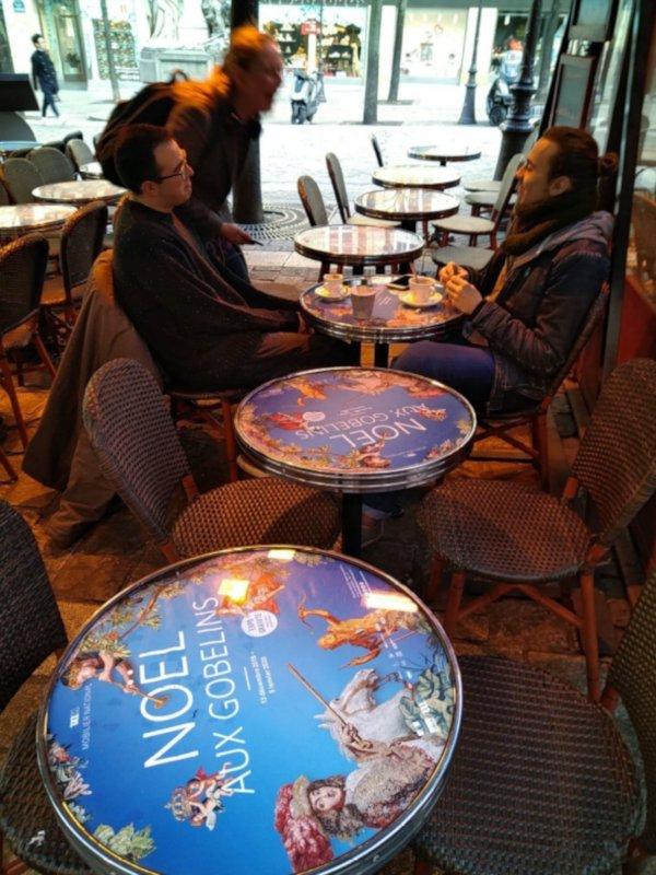 Table d'affichage Mediatable dans les cafés d'Avignon
